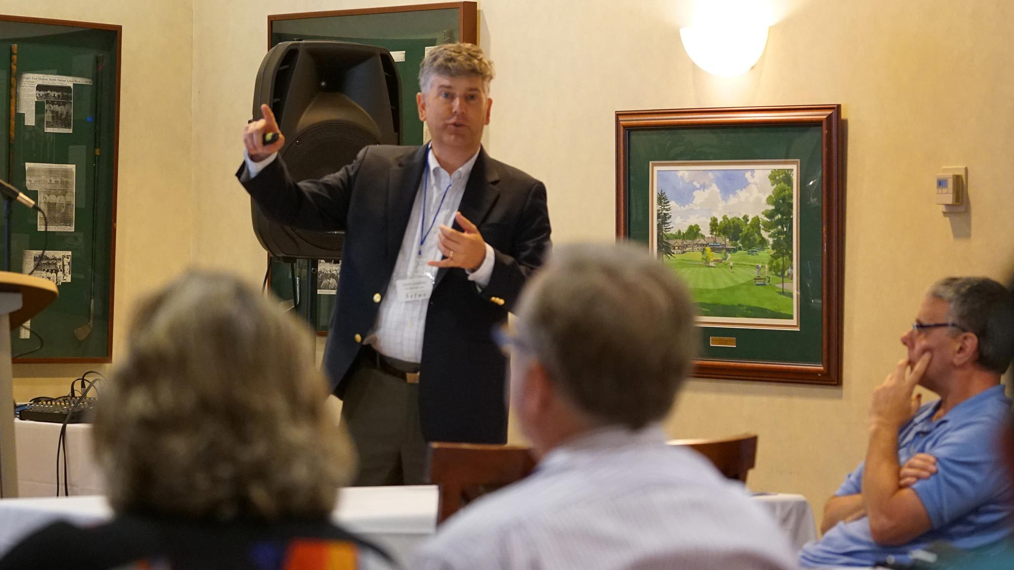 John Sanders of Sefas presents during a break-out session.